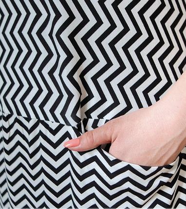 Привлекательное лёгкое платье батал с ярким принтом в зигзаг Размеры: 54-56, 58-60, 62-64, 66-68, фото 2