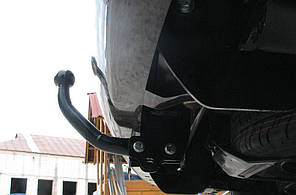 Фаркоп VOLKSWAGEN CADDY фургон 2004--. Тип С (съемный на 2 болтах)
