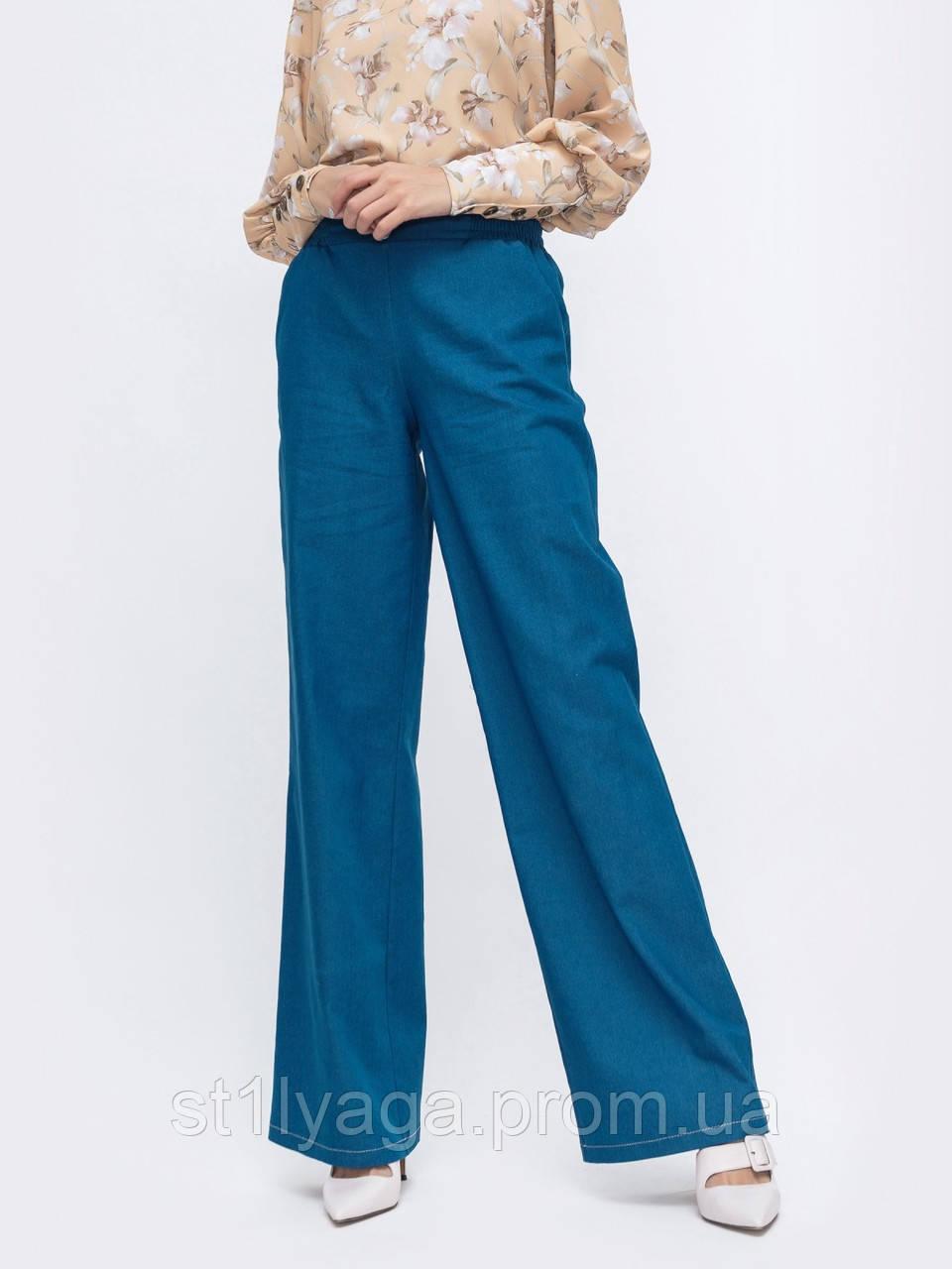 Стильные брюки-клеш в синем цвете