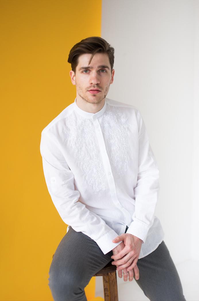 Мужская сорочка с белой вышивкой Борислав