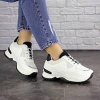 Женские кроссовки белые удобные