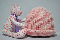 Теплая розовая шапка на зиму