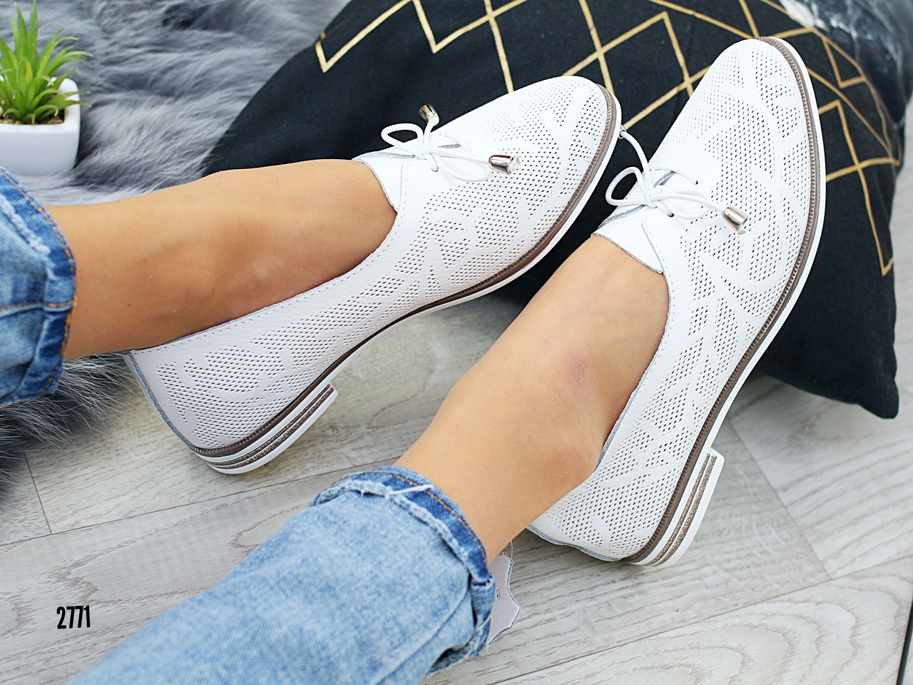 Женские нарядные туфли белые, кожаные