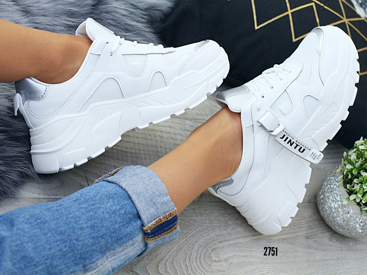 Жіночі спортивні кросівки білі