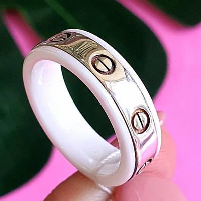 Срібне кільце з керамікою - Брендове срібне кільце з білою керамікою