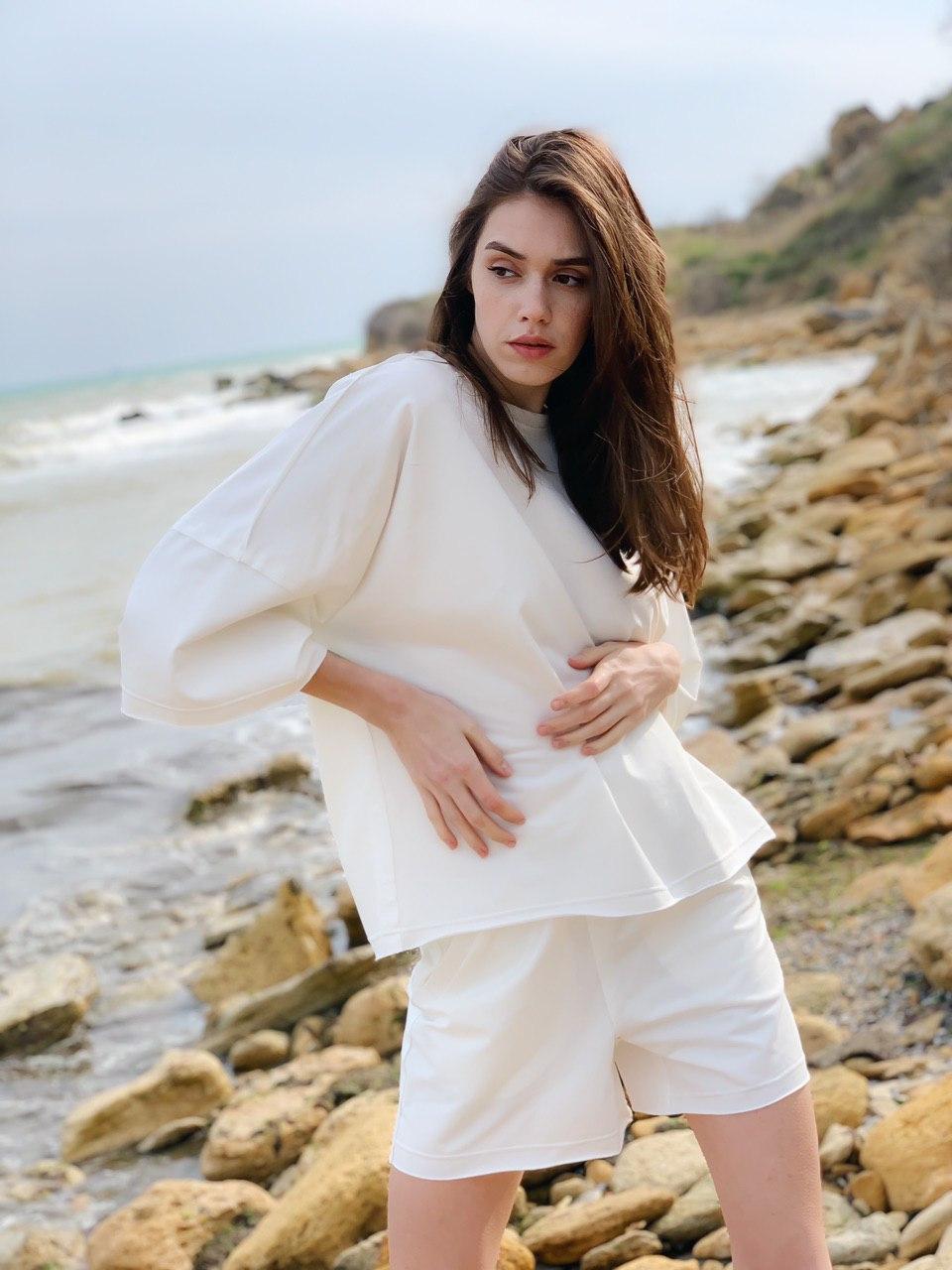 Женский спортивный костюм с шортами в стиле оверсайз размеры S-M, L-XL белый
