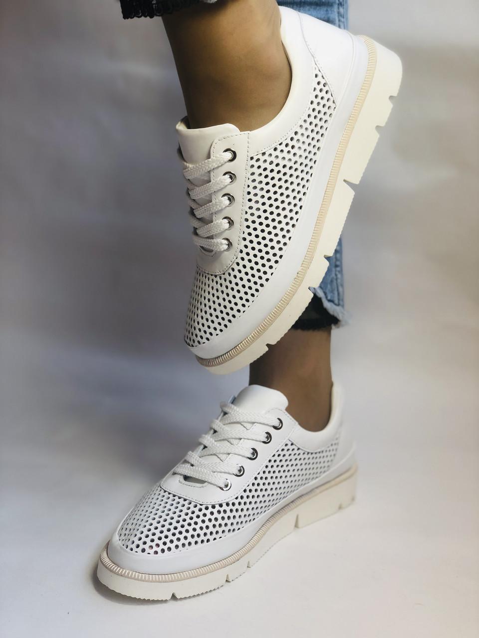 Alpino.Туреччина. Жіночі кеди - кросівки. Натуральна шкіра. Білі з перфорацією. Розмір 36,37,38,39,40.