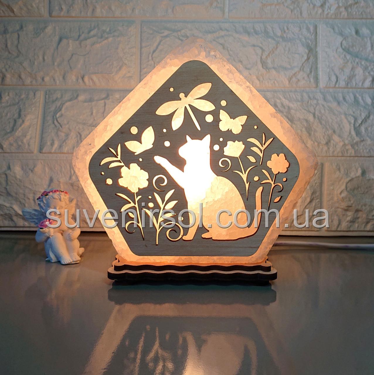 Соляной светильник Домик средний Кот в цветах