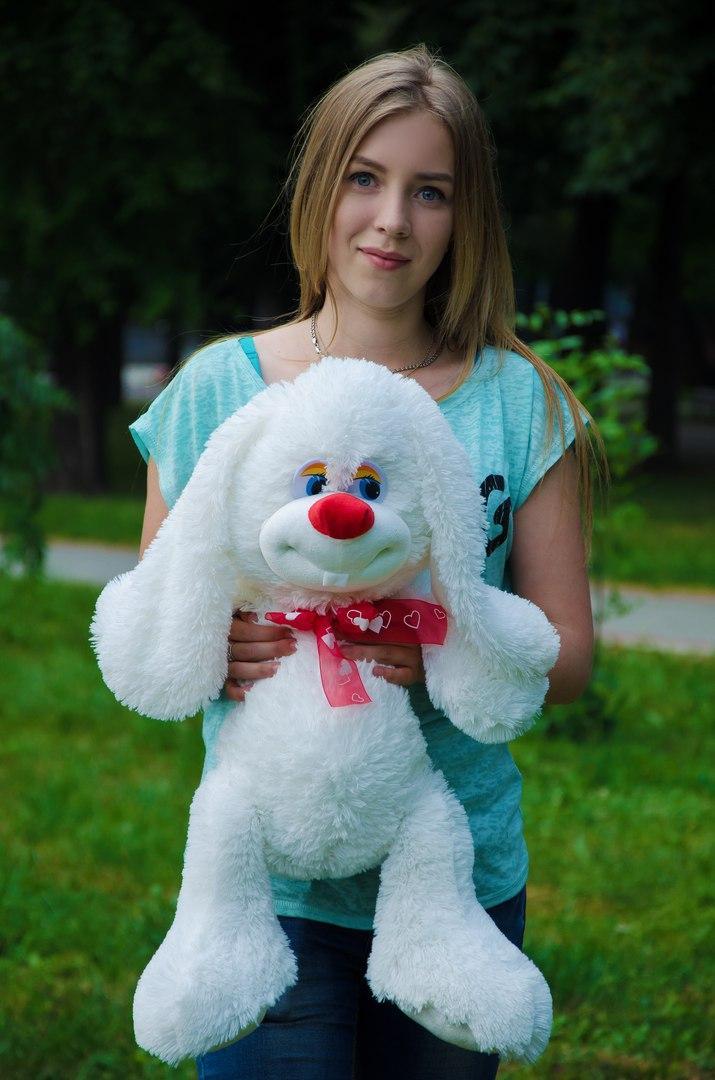 Плюшевый кролик чакки 70 см белый