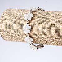 Браслет Незабудки резной перламутр белая бусинка, длина 16-22см