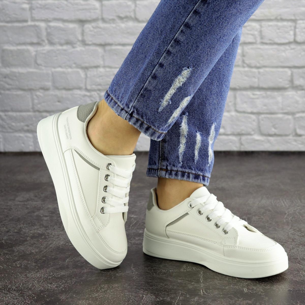 Женские белые кроссовки Blacky