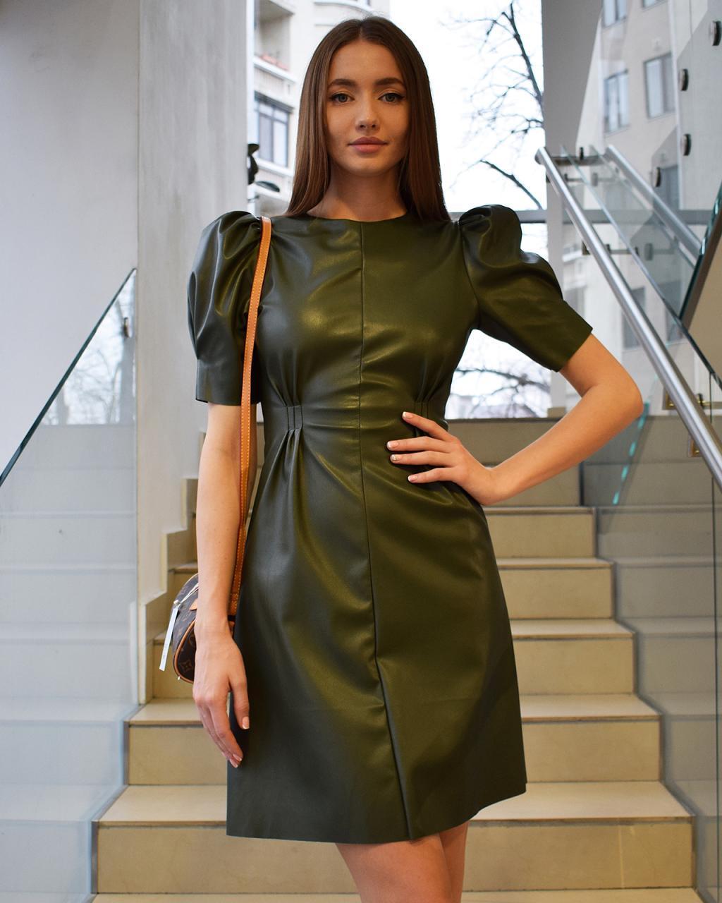 Платье с коротким рукавом фонариком эко-кожа
