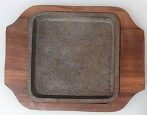 Сковорода чугунная квадратная на деревянной подставке 150*150 мм (шт)