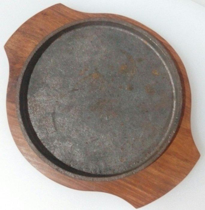Сковорода чавунна кругла на дерев'яній підставці Ø 200 мм (шт)