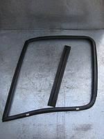 Уплотнитель стекла передней правой боковой двери на Renault Master, Movano, Interstar год 2003-2010
