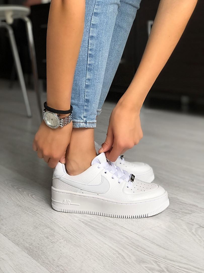 Кроссовки женские Nike Air Force.
