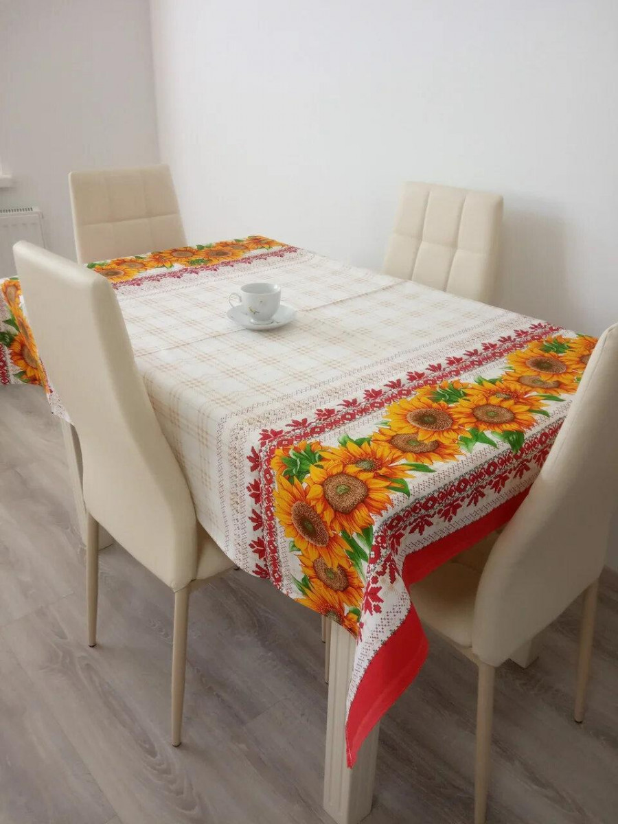 Скатерть столовая 110х150 см из рогожки Подсолнух на красном TRA-1-305