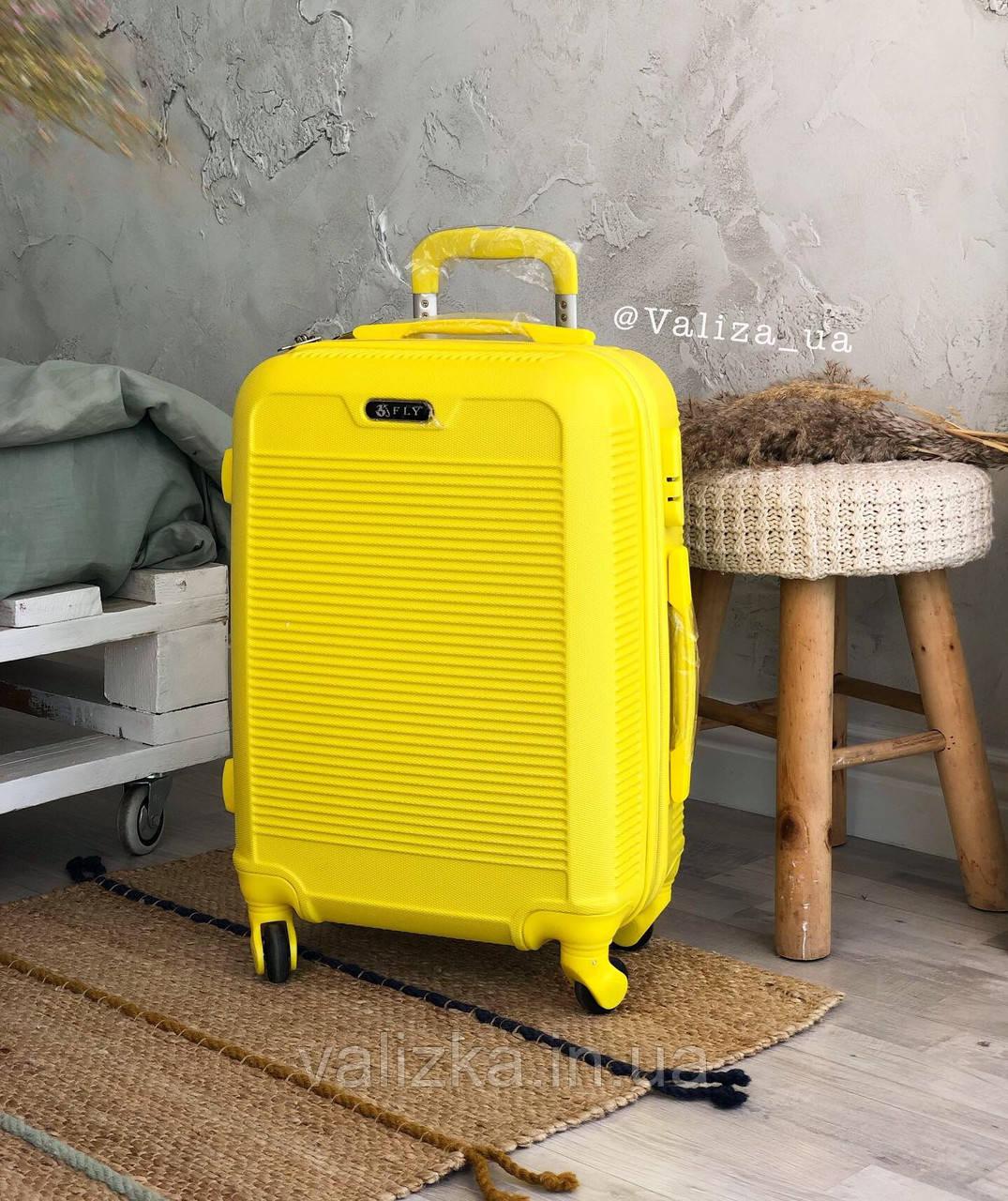 Малый пластиковый чемодан для ручной клади на 4-х колесах желтый  / Мала пластикова валіза ручна поклажа