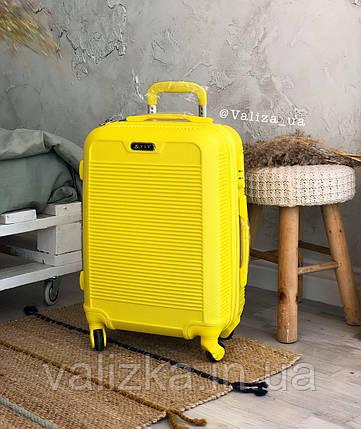 Малый пластиковый чемодан для ручной клади на 4-х колесах желтый  / Мала пластикова валіза ручна поклажа, фото 2