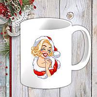 Белая кружка (чашка) с новогодним принтом Мэрилин Монро в новогоднем костюме