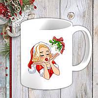 Белая кружка (чашка) с новогодним принтом Мэрилин Монро в новогоднем костюме и омела