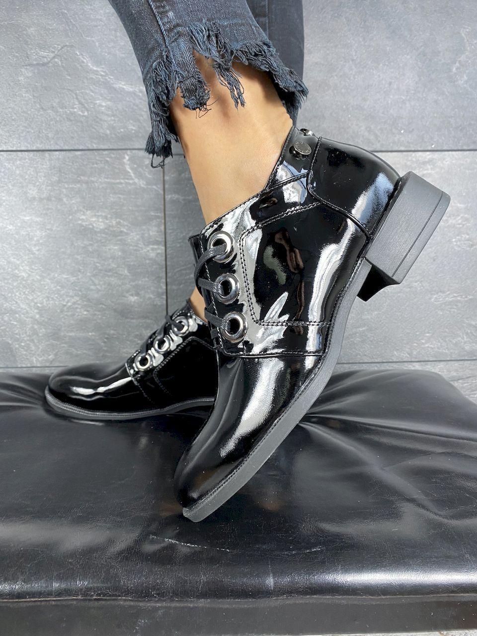 Жіночі туфлі шкіряні весна/осінь чорні-лак DARINI 215