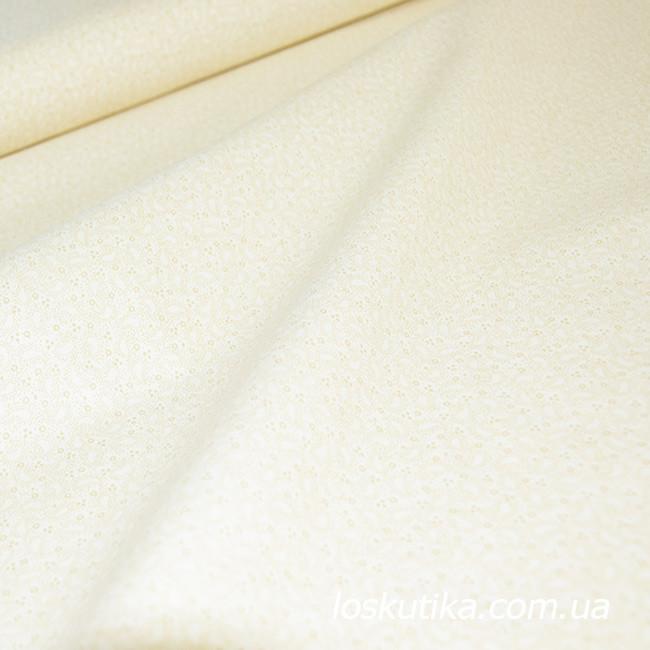 55015. Светлый узор. Ткань хлопковая, бежевая с мелким рисунком. Пычворк, трапунто, машинная стежка.