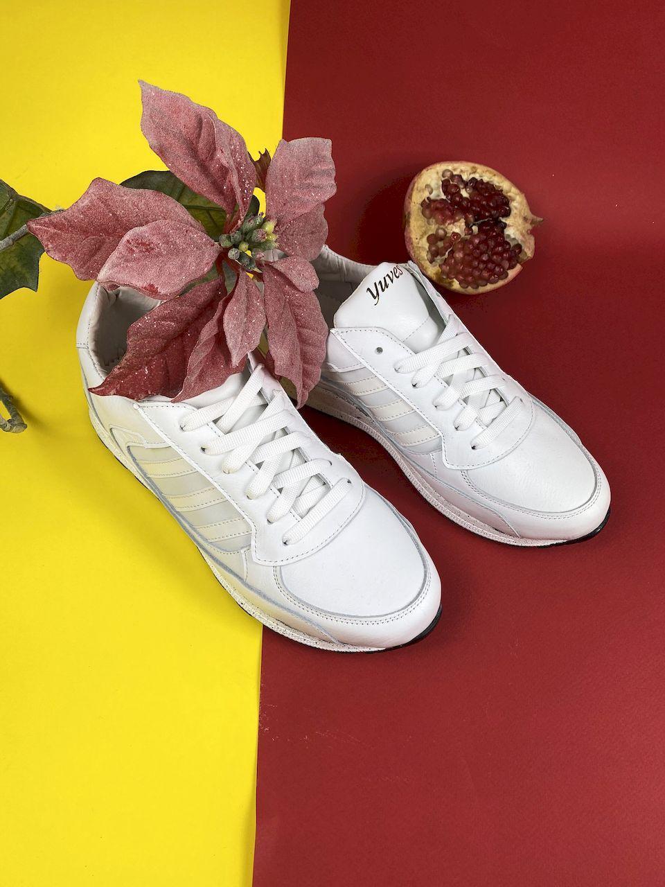 Женские кроссовки Yuves 85