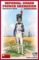 Французский гренадёр Императорской старой гвардии. Сборная пластиковая фигура в масштабе 1/16. MINIART 16017
