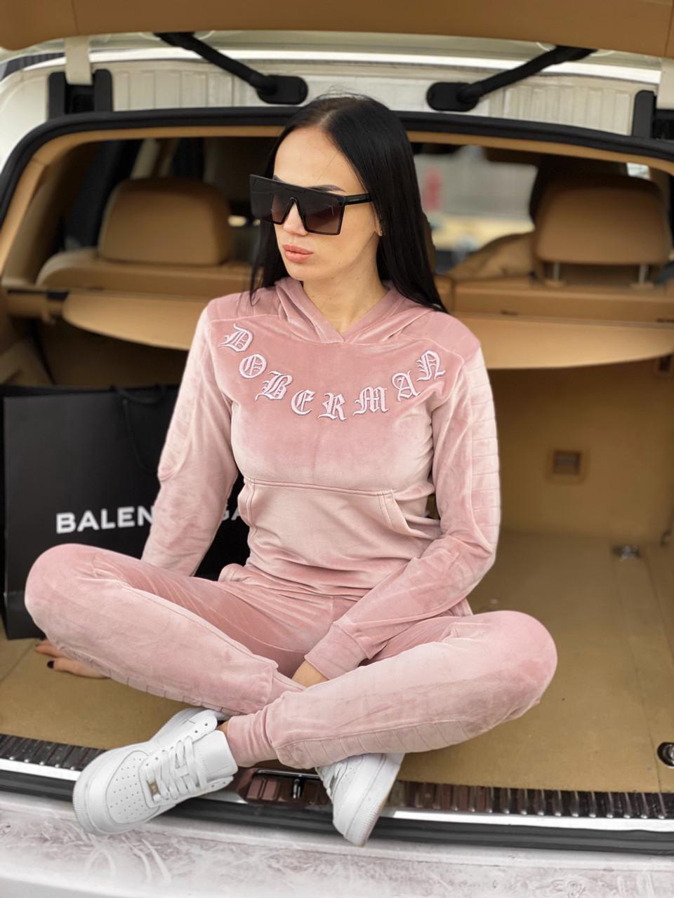 Женский велюровый розовый спортивный костюм с надписью Доберман