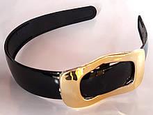 Обруч для волос широкий 2,5 см глянцевый с золотистой пряжкой, черный
