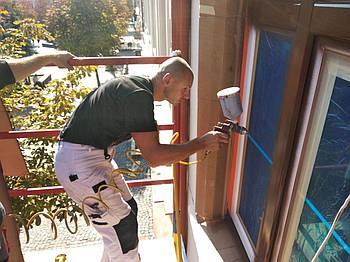 Фарбування встановлених вікон і дверей ПВХ