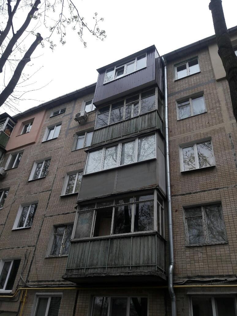 Наружная (внешняя) обшивка балкона профлистом (профнастилом)