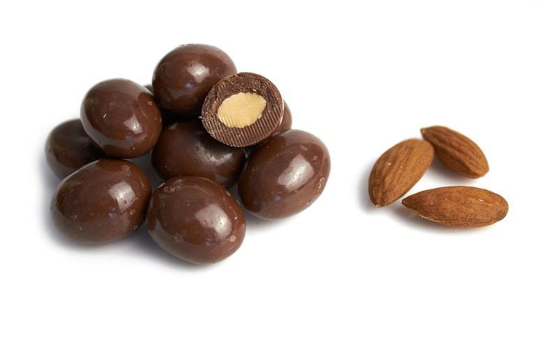 Орех миндаль в молочном шоколаде