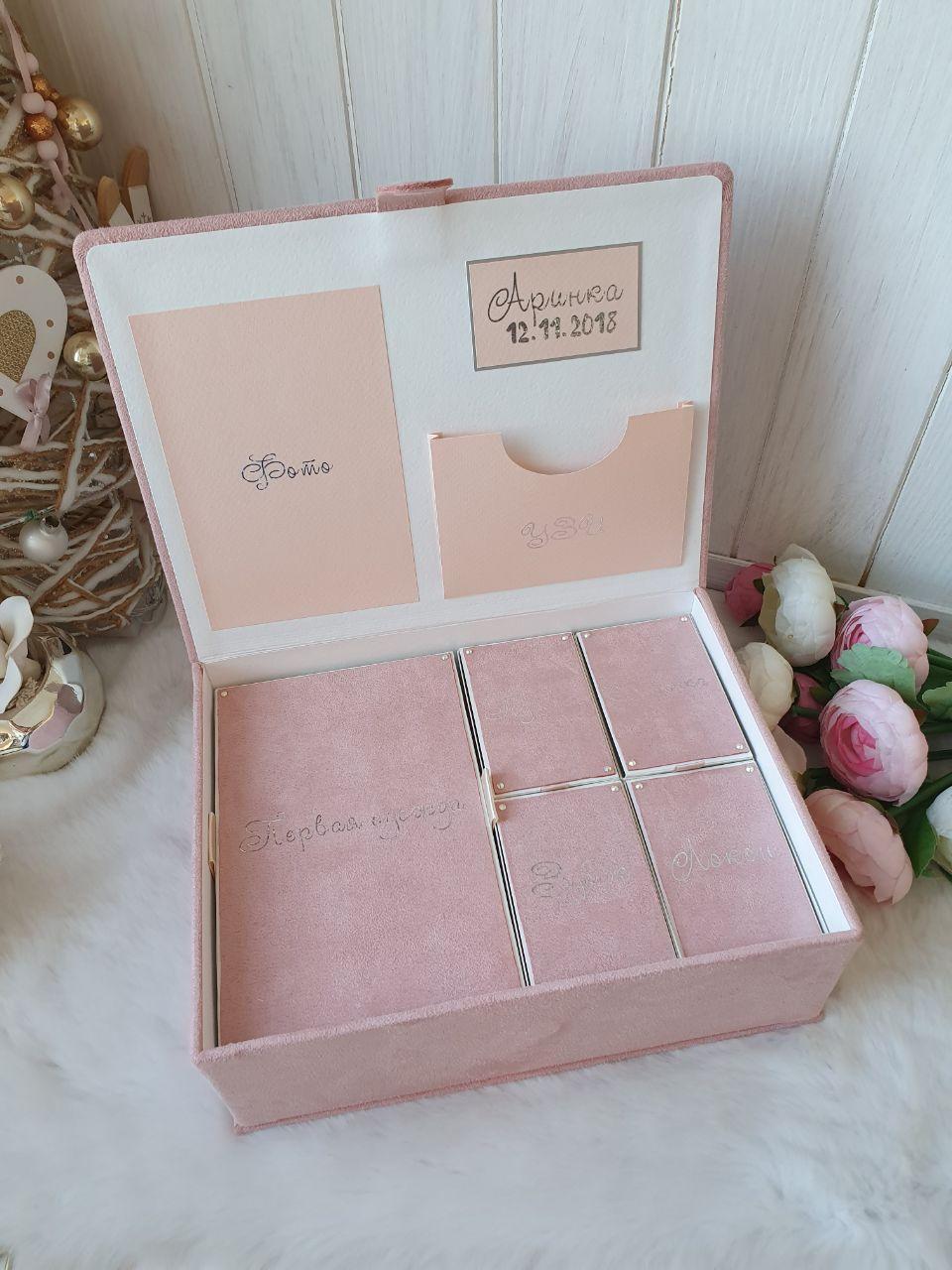 """Шкатулка для новорожденных с коробочками для памятных вещей """"Мамины сокровища"""""""