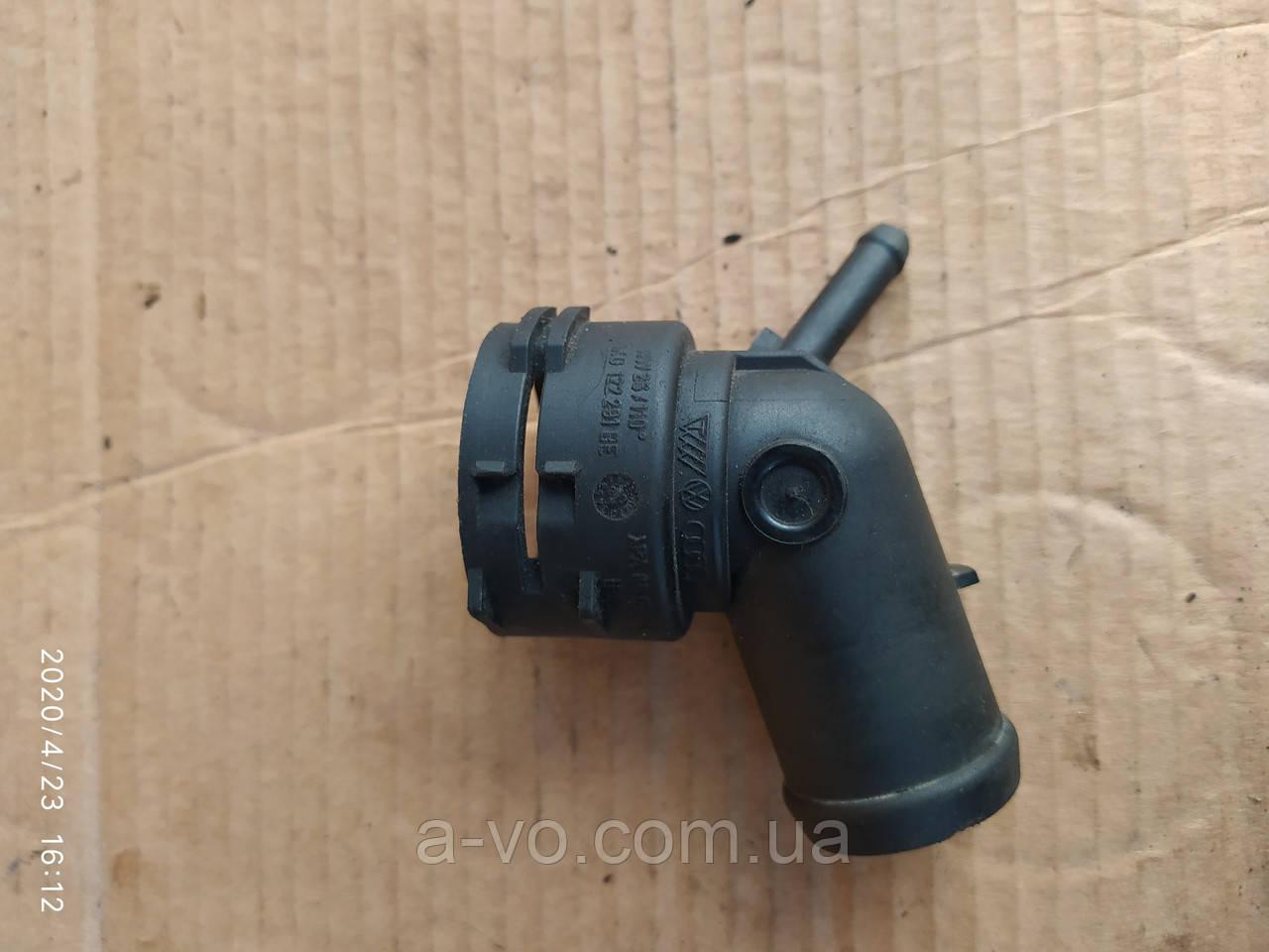 Патрубок системи охолодженя Skoda Oktavia VW 1k0122291
