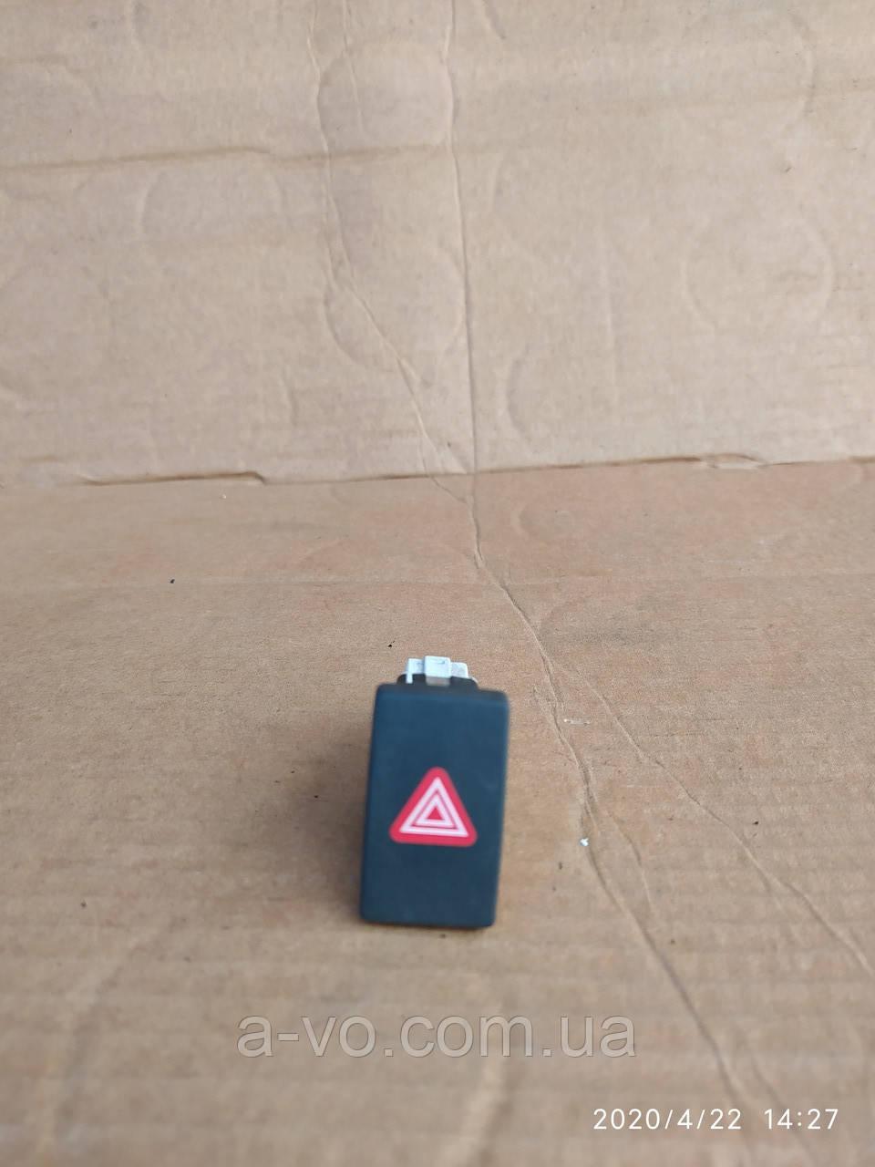 Кнопка аварийной сигнализации  VW Golf 5  5k0953509
