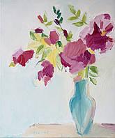 Цветы в голубой вазе
