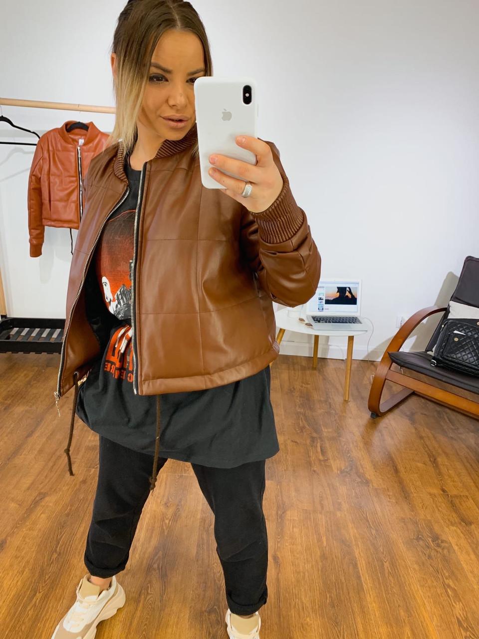 Шкіряна демісезонна куртка-бомбер на блискавці vN7415