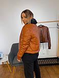 Шкіряна демісезонна куртка-бомбер на блискавці vN7415, фото 4