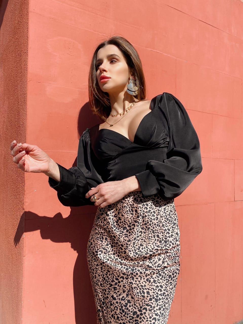 Женская короткая блуза с вырезом декольте и рукавами фонариками  vN7463