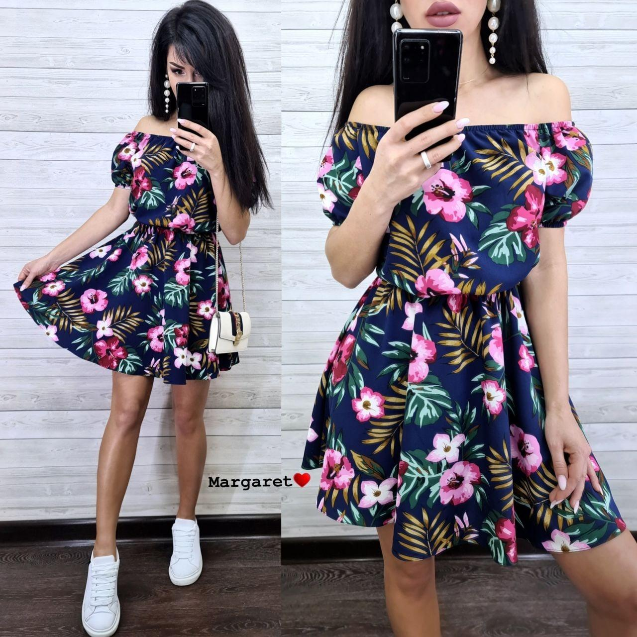 Летнее принтованное платье с открытыми плечами и расклешенной юбкой  vN7626