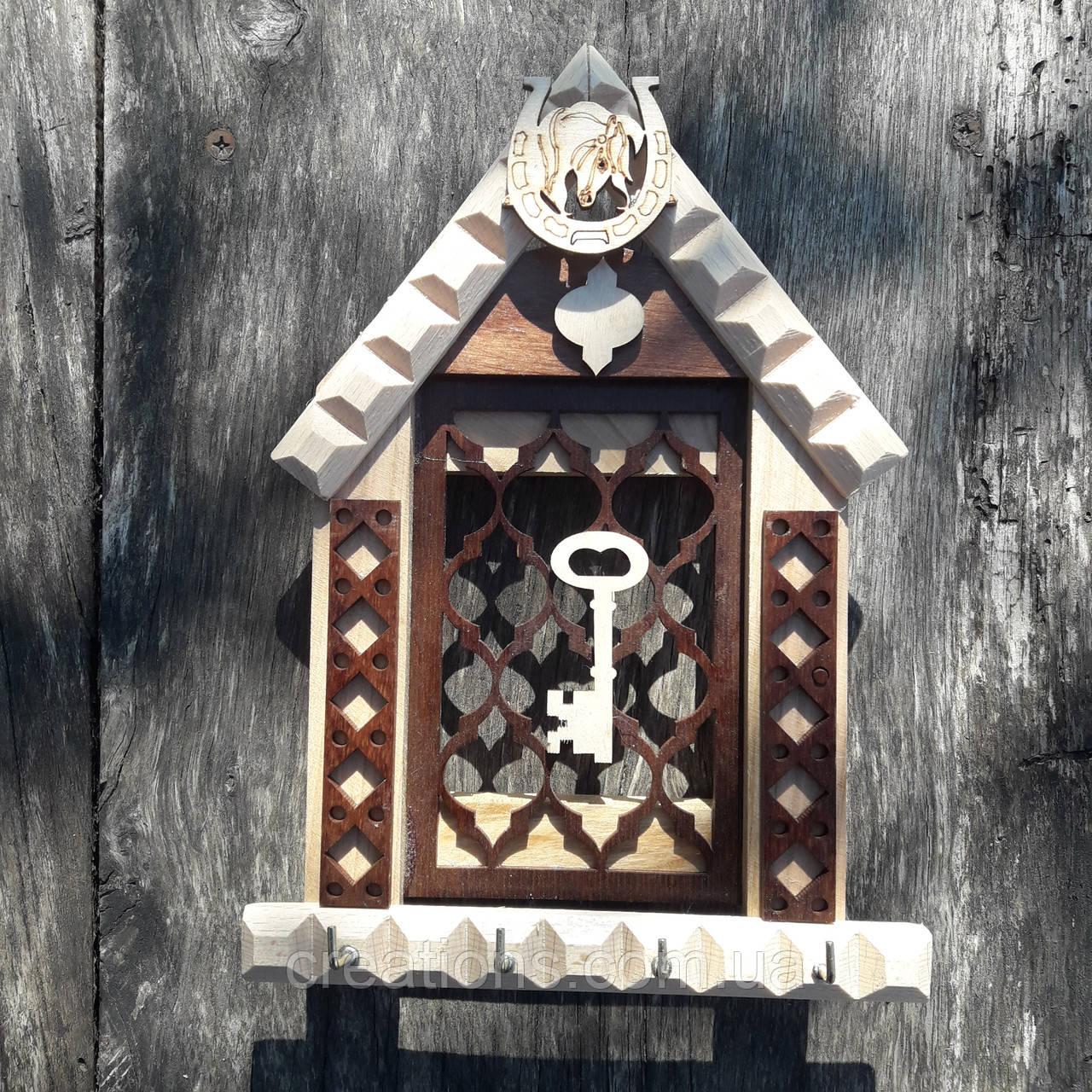 Ключница настенная из дерева на 4 ключа