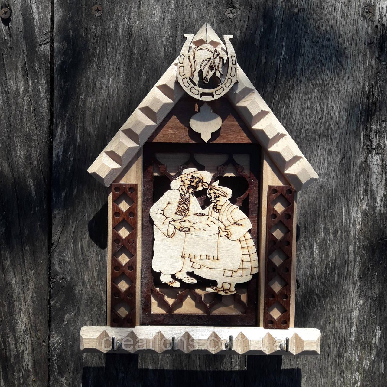 Ключница настенная деревянная на 4 ключа