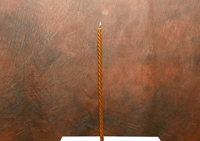 Восковая свеча.