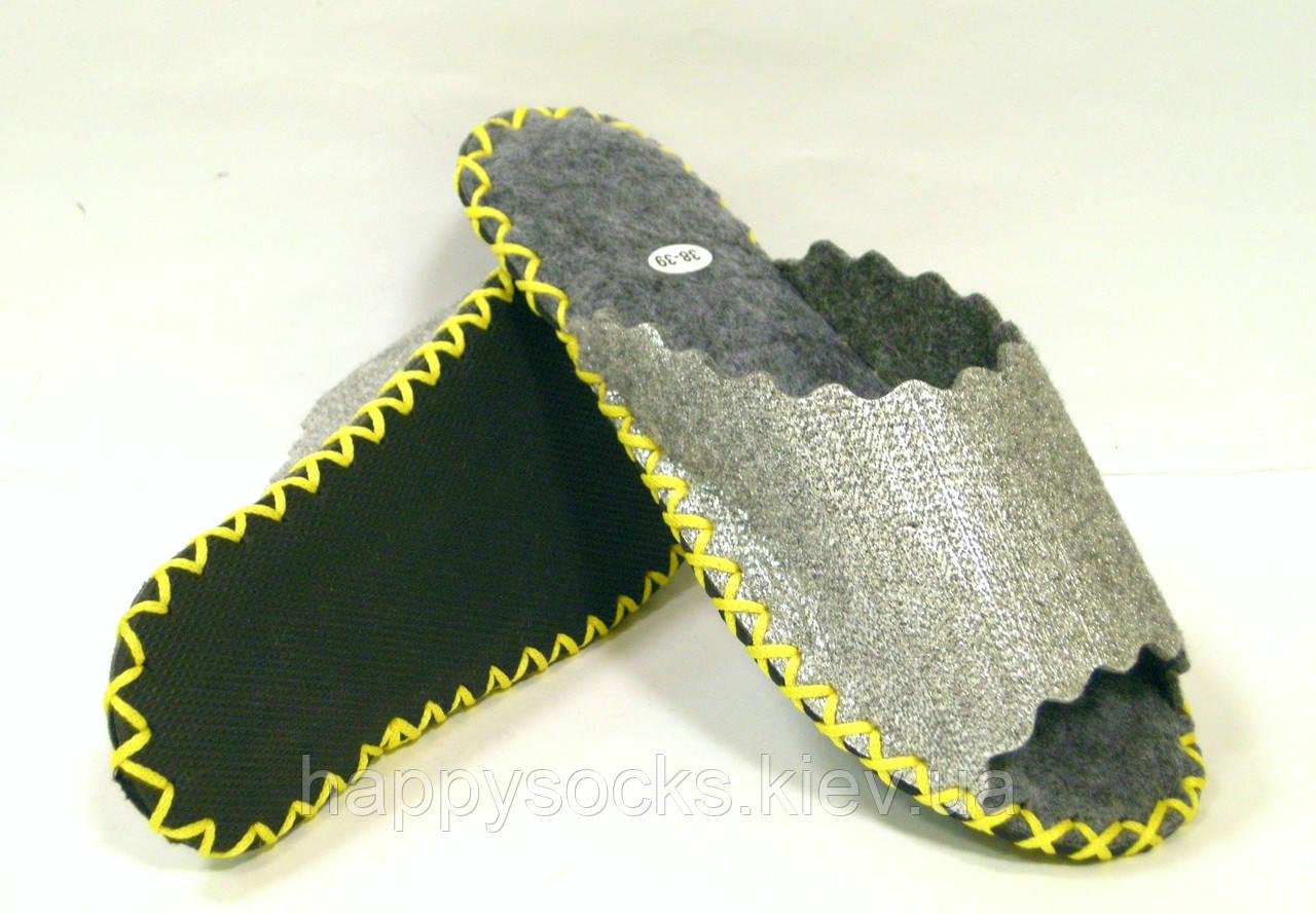 Войлочные шлёпанцы с серебристым напылением с шнурком лимонного цвета