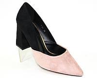 Двухцветные женские туфли из замши на каблуке