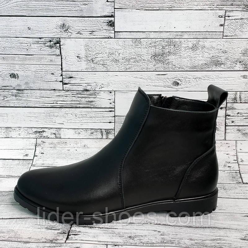 Женские ботинки на низком каблуке классика