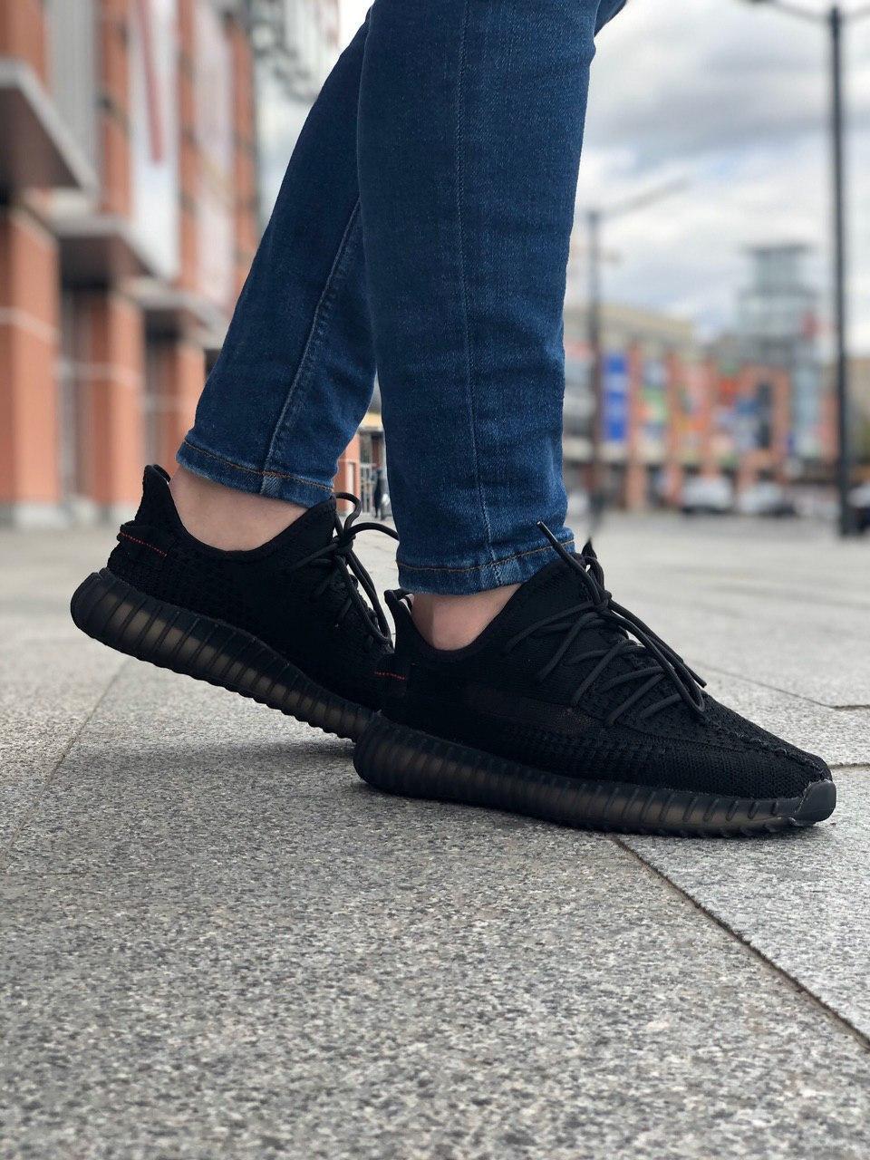 Стильные кроссовки Adidas Yeezy Boost 350 V2 Black (Адидас Изи Буст 350)