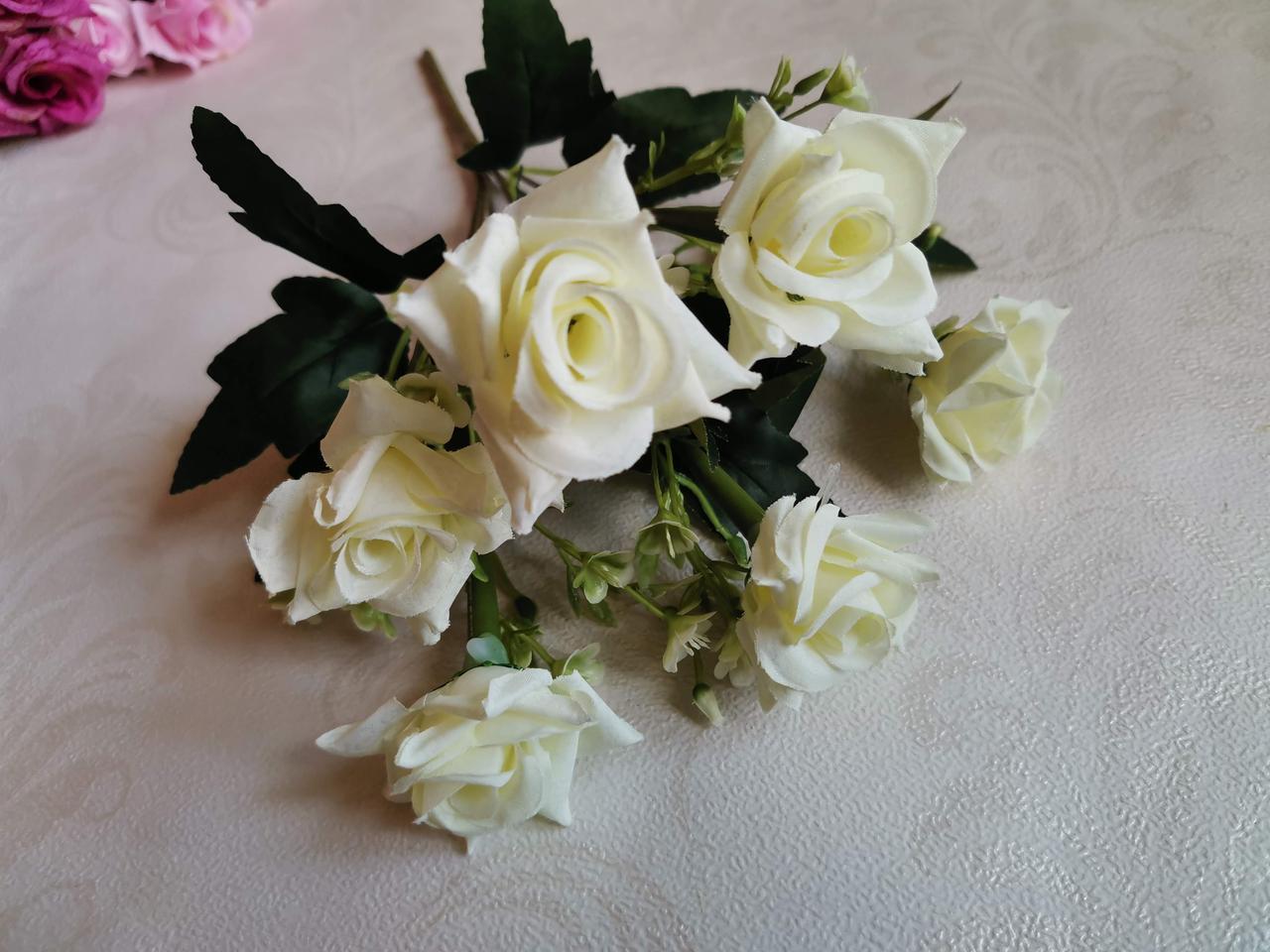 Искусственные цветы- букет роз остролистных. Белая.